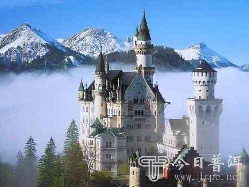 给苏格兰西部著名的艾琳多南古堡增添了许多奇幻的景像.